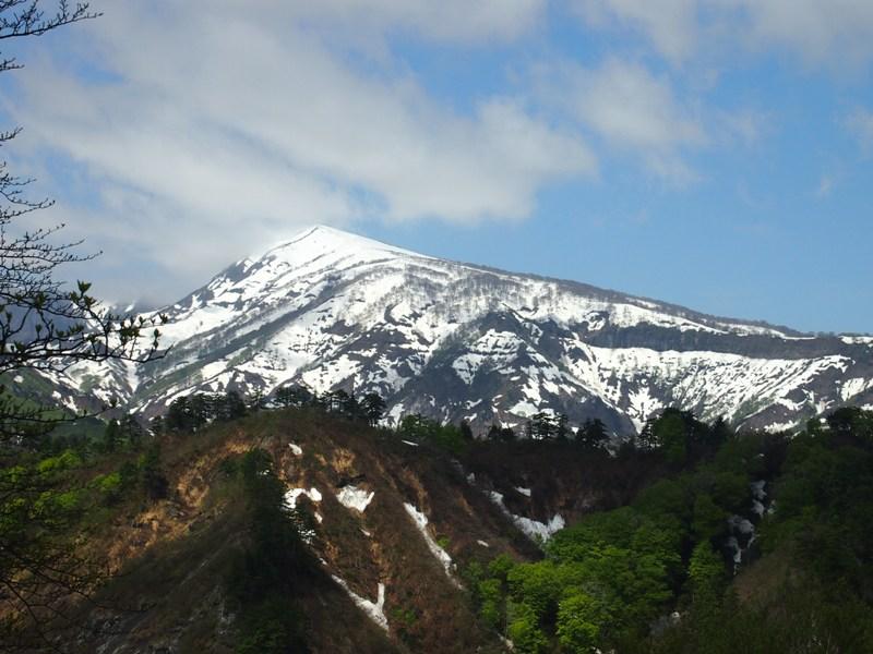 残雪残る浅草岳