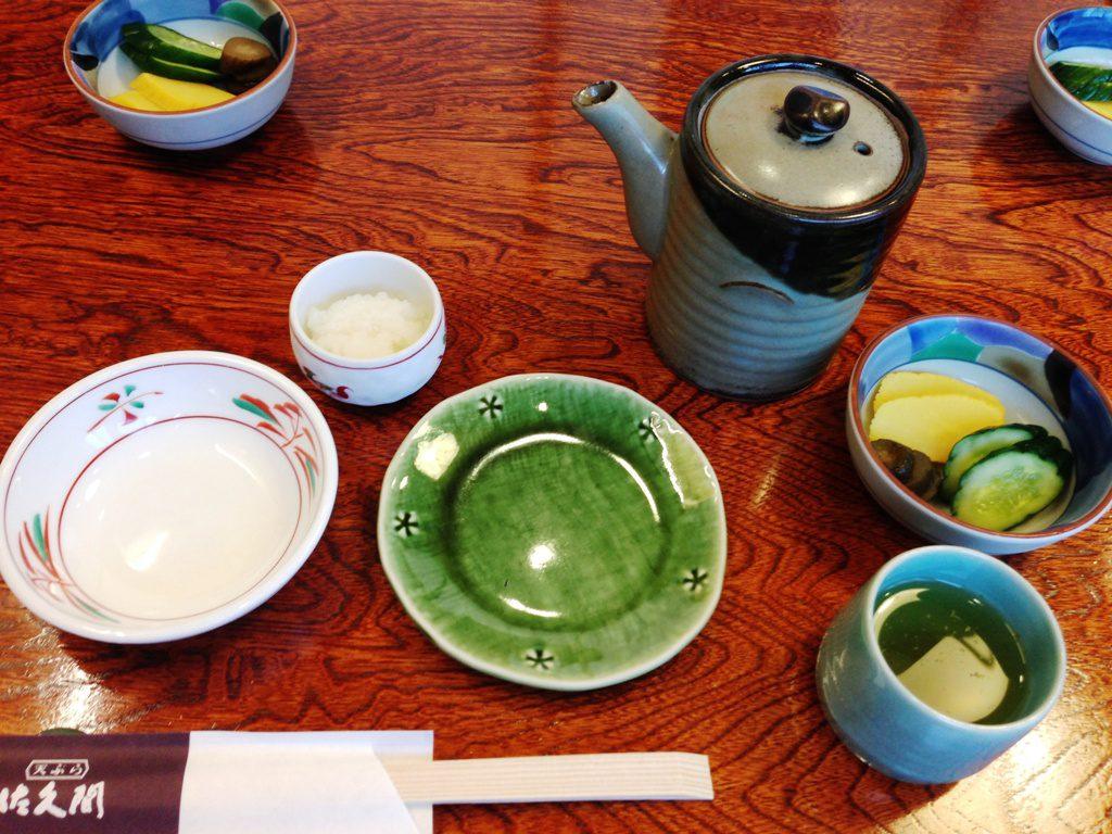 漬物と小皿