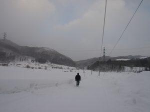 会場へ続く雪道