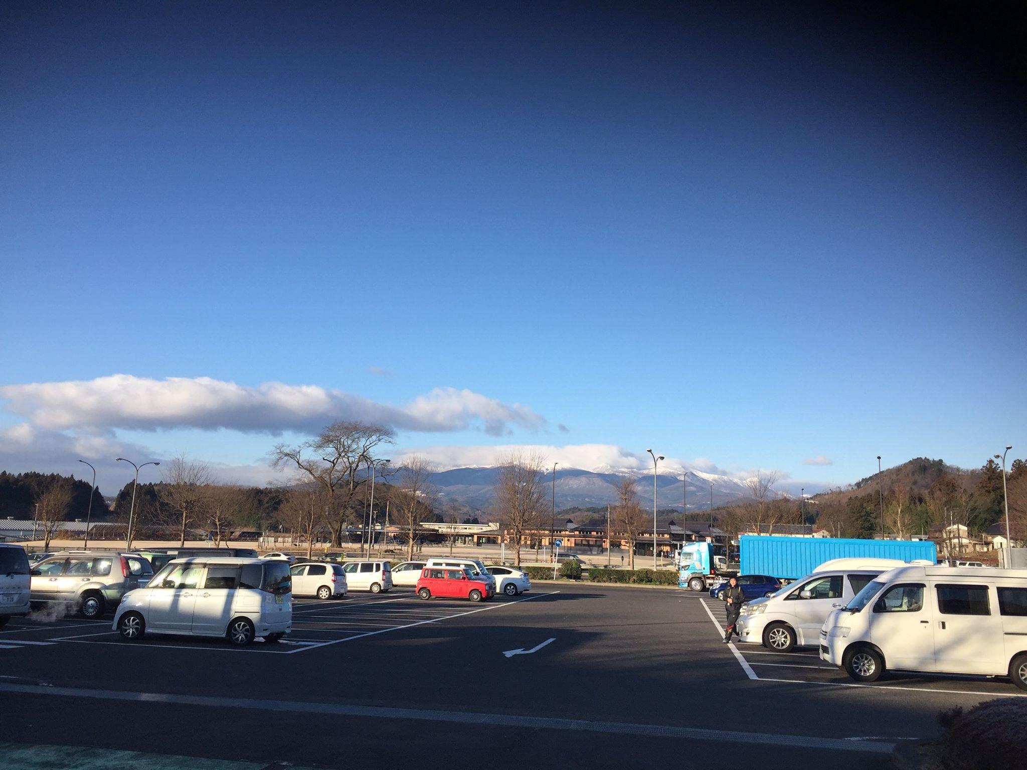 雪を抱いた安達太良山