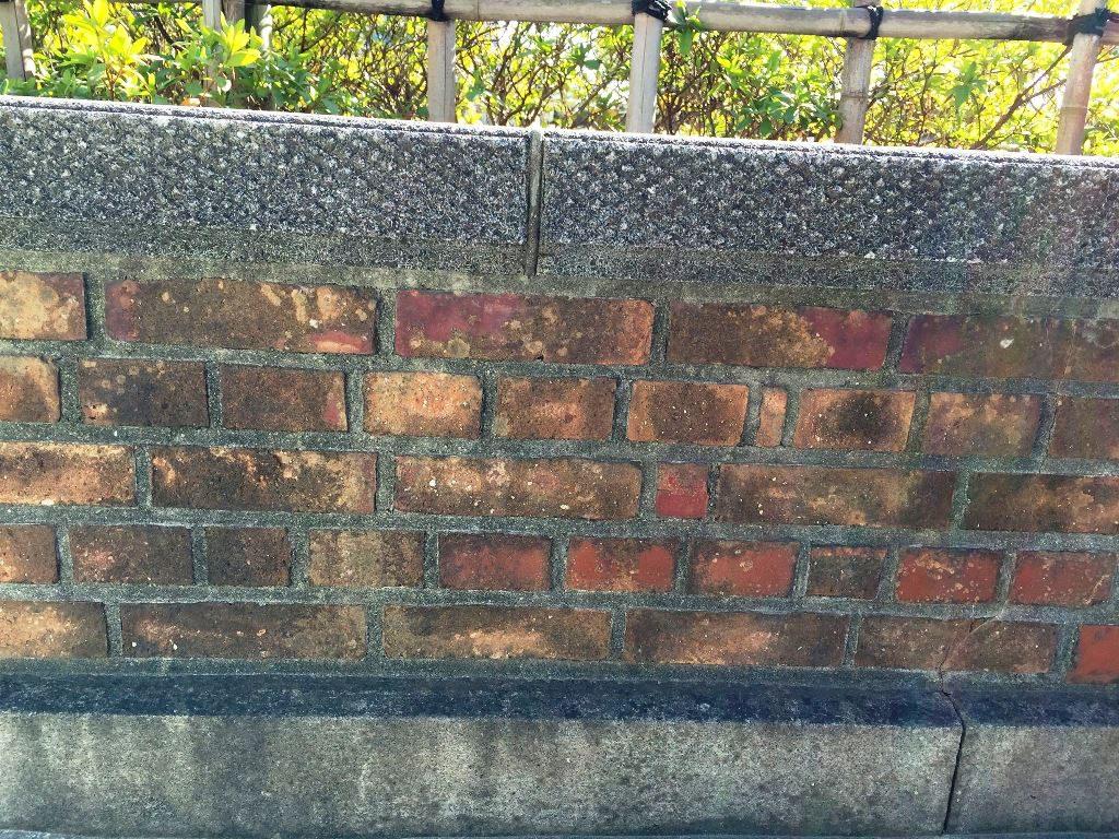 レンガの塀