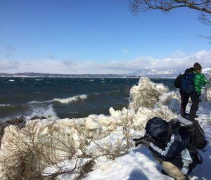しぶき氷を撮影するカメラマン