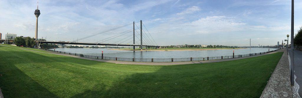 ライン川とラインタワー