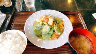 まきし食堂でへちまのちやんぷるー(沖縄・那覇市)