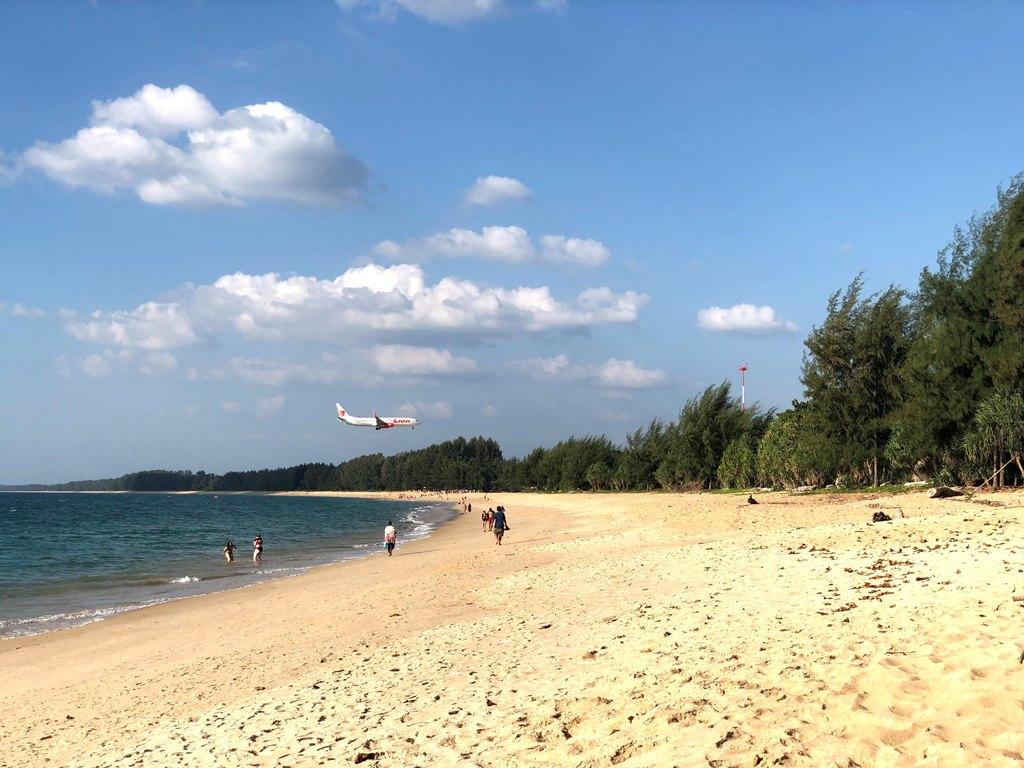 ビーチと飛行機